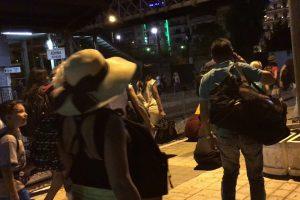 深夜のアテネ駅に到着